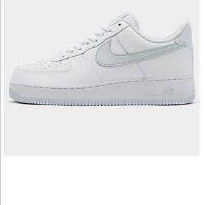 Nike Men Air Force 1 '07 Casual